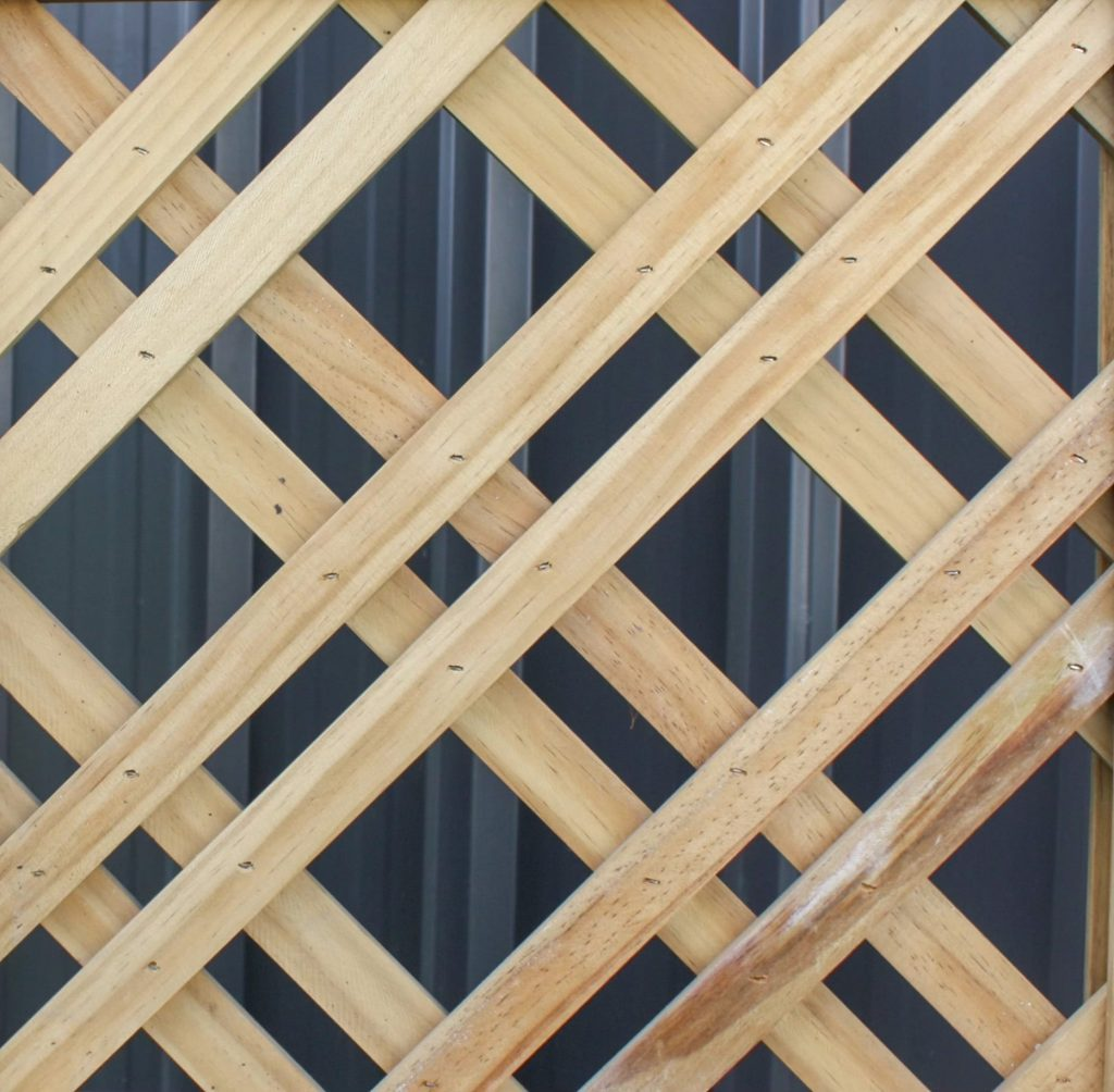 A picture of a 25/75 mm Diagonal fence.