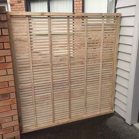 An assembled 10mm oriental fence